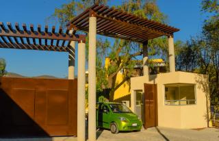 Acceso cerrado en Valle el Molino Residencial
